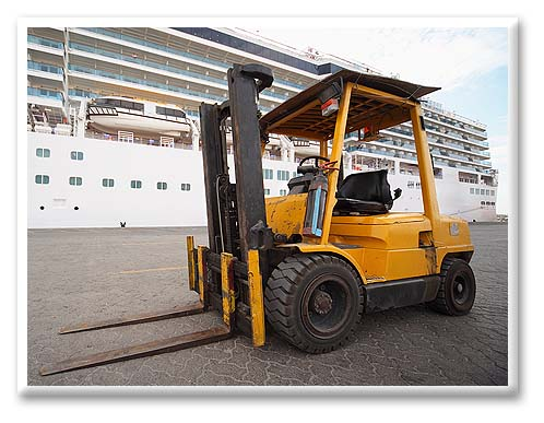 IC pneumatic lift trucks