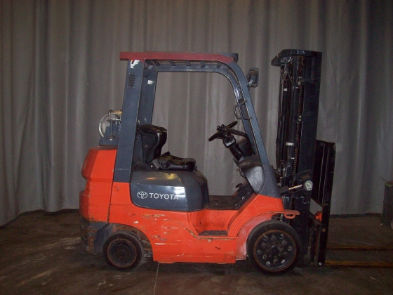 Toyota 7FGCU25 Cushion Tire Counter Balanced Forklift